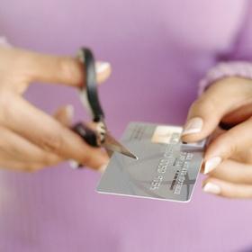 Банк не может возлагать ответственность за спорные операции с картой исключительно на клиента