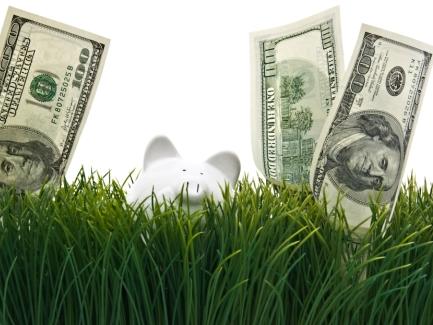 Банкам разрешили покупать валюту для размещения за границей на счетах международных платежных систем
