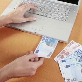 С 14 апреля украинцы смогут зачислять инвалюту от родственников на собственные текущие счета