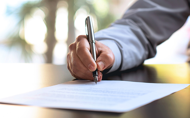 Виключно адвокати і прокурори можуть представляти держоргани в ...